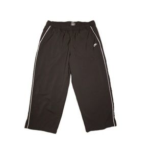 Nike Women's Fit Dry Capris Size L